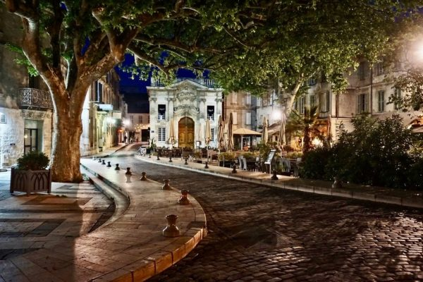 Avignon-Carnet de Voyage-Location Maison de Vacances en France-Onoliving